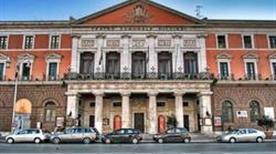 Teatro Piccinni - >Bari
