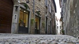 Palazzo Vittani - >Como