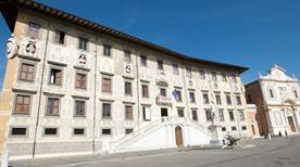 Piazza dei Cavalieri - >Pisa