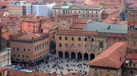 Piazza Maggiore - >Bologna