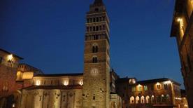 Piazza del Duomo - >Pistoia