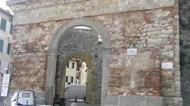 Porta San Giovanni - >Lucignano