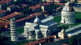 Piazza dei Miracoli - >Pisa