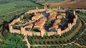 Borgo Castello di Monteriggioni - >Monteriggioni