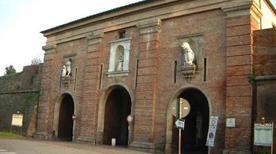 Porta Santa Maria - >Lucca