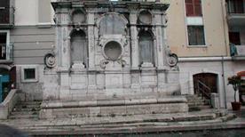 Fontana dei Tre Cannoli - >Napoli