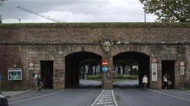 Porta Vittorio Emanuele - >Lucca