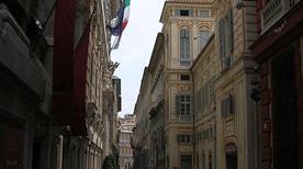 Via Garibaldi - >Genova