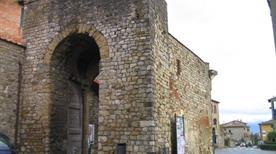 Porta San Giusto - >Lucignano