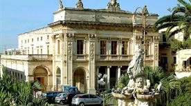 Teatro Comunale Vittorio Emanuele - >Noto