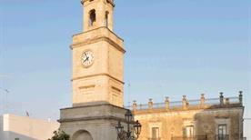 Piazza dell' Orologio - >Ginosa