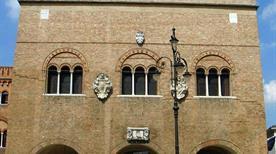 Palazzo dei Trecento - >Treviso