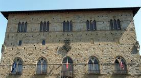 Palazzo del Comune - >Pistoia