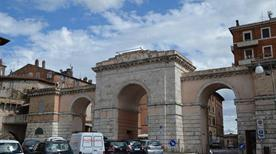 Porta San Croce - >Gubbio