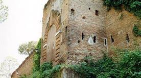Mura di Rocca Savella Diroccato - >Rome