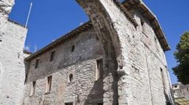 Porta San Pietro o Vittoria - >Gubbio