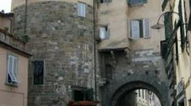 Porta di Borgo - >Lucca