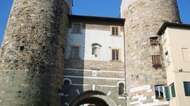 Porta Santi Gervasio e Protasio - >Lucca