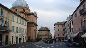 Piazza della Libertà - >Castel Gandolfo