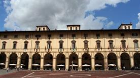 Palazzo delle Logge del Vasari - >Arezzo