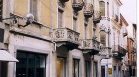 Via Vittorio Emanuele - >Alba