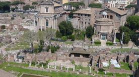 Foro Romano: Portico Medioevale - >Rome