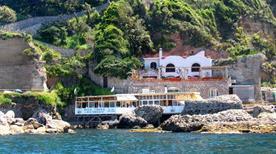 Palazzo a Mare - >Capri