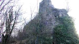 Castello di Bigliolo ruderi - >Aulla