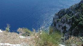 Spiaggia Salto di tiberio - >Capri