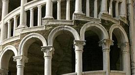 Palazzo Contarini del Bovolo  - >Venezia