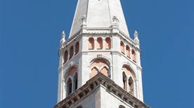 La Ghirlandina - >Modena