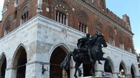 Statue Equestri Farnesiane - >Piacenza
