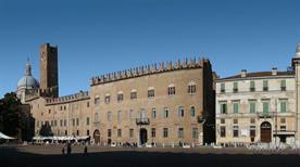 Piazza Sordello - >Mantova