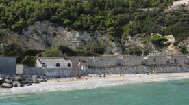 Spiaggia libera attrezzata - >Varigotti